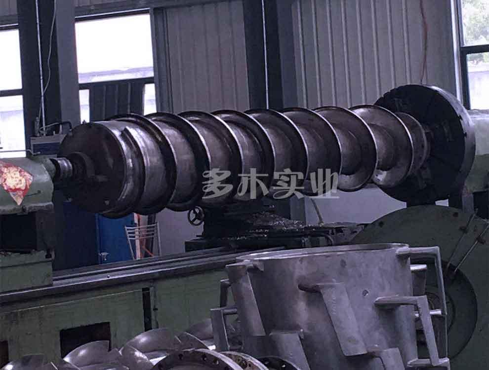 造纸机械螺旋喂料器断轴堆焊修复图片